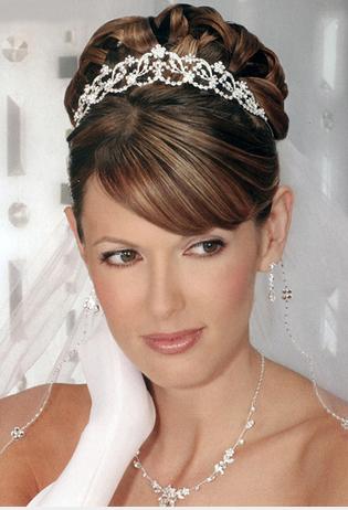 結婚式 髪型 花嫁 編み込み ティアラ 画像