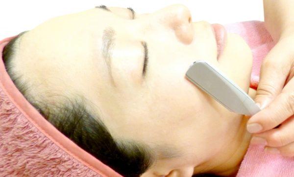 女 ひげ 処理 方法 顔