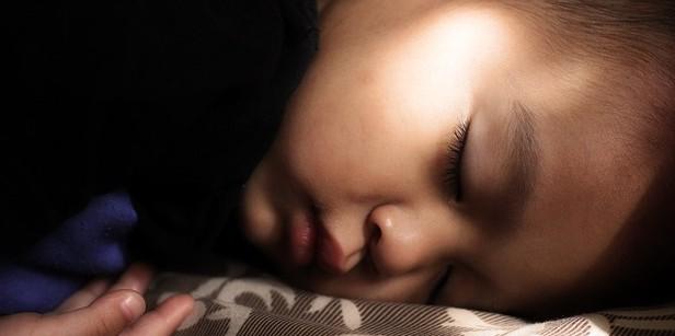 子供 寝ない イライラ 睡眠障害