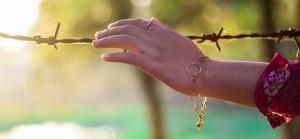 手の甲の毛穴を消す方法